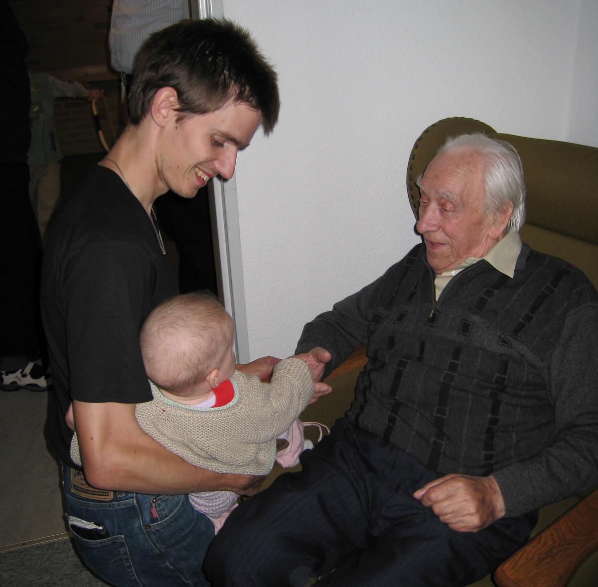 Ellen med far og oldefar