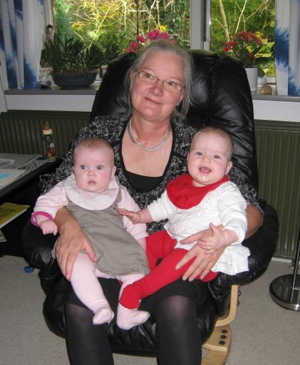 Svigermor med de to nyeste børnebørn