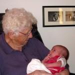 Mormor med Ellen (14 dage gammel)